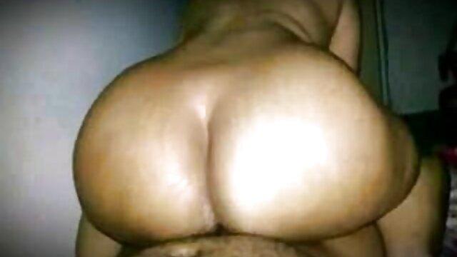 El coño de una joven zorra atada recibirá los mejores videos xxx para adultos múltiples orgasmos de un vibrador