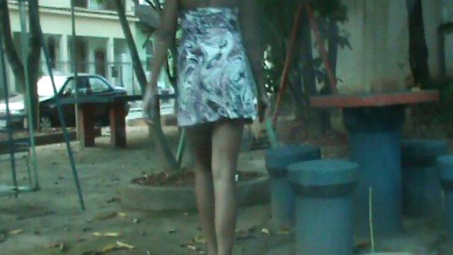 Rubia de enormes ordeños dio una recogida sentimental en la calle videos para adultos de pornografia