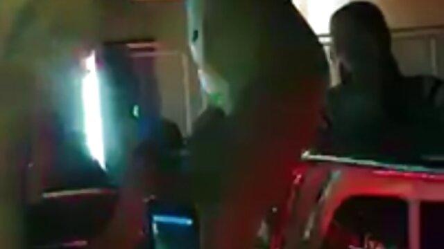 Dos jóvenes negras organizan lamiendo coños súper apasionados en la videos para adultos porno xxx cama hasta el éxtasis