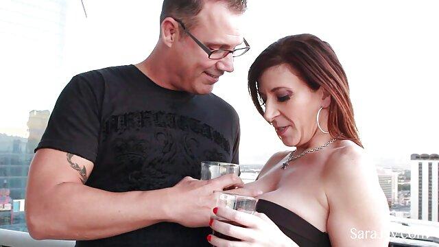Marido se folla con avidez a esposa madura de pie en el culo y se corre con videos para adultos sexo oral semen