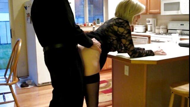 Joven pelirroja porno para los adultos terminó la paja y está lista para follar con un chico