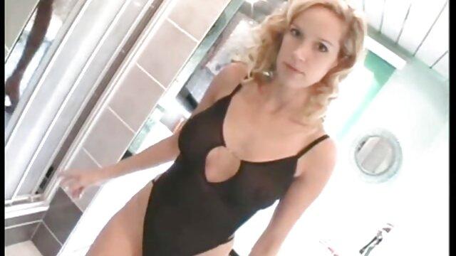 Madura modelo porno es follada por un agujero en videos adultos 3d la pared y la chupa